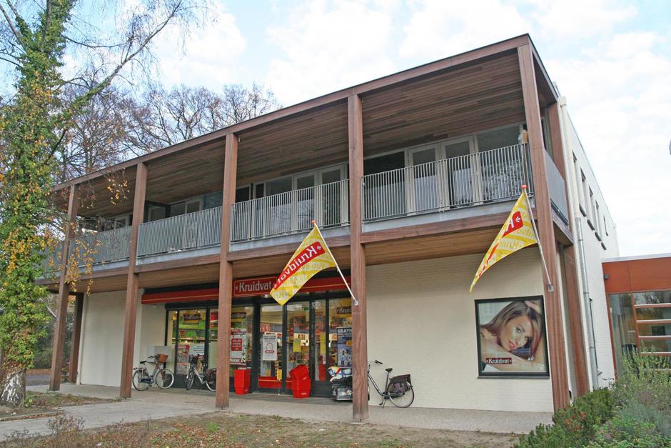 Idioom Architecten - Gorssel - verbouwing en uitbreiding deel Rabobank aan de Hoofdstraat 48 tot commerciële ruimte met twee appartementen