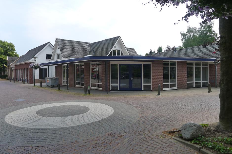 Idioom Architecten - Bathmen - verbouwing voormalige supermarkt tot winkelunits aan de Schoolstraat in Bathmen